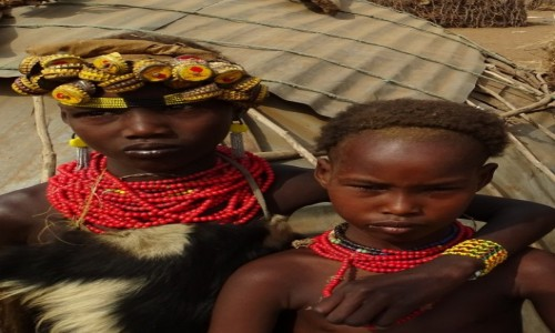 ETIOPIA / Dolina Omo / Omorate - wioska Dassanech / Z plemienia Dassanech