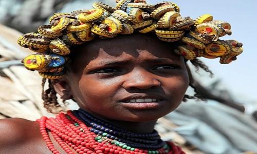 Zdjęcie ETIOPIA / Dolina Omo / Wioska Dasench  / Fryzura z recyklingu