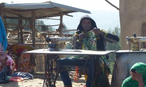 Zdjęcie ETIOPIA / Pólnco / Droga z Hararu do Lalibeli / Szwalnia w drodze z Hararu Do Lalibeli
