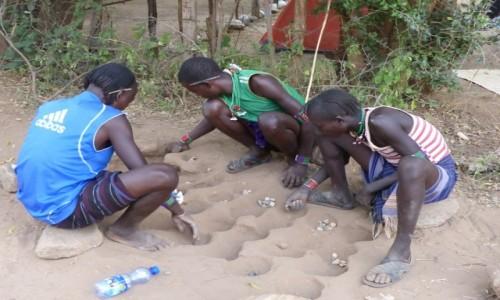 ETIOPIA / - / kaske river / mankala - najpopularniejsza gra w afryce