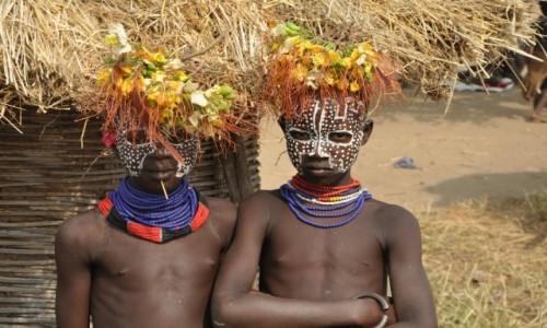 ETIOPIA / Region Narod�w, Narodowo�ci i Lud�w Po�udnia / Wioska ludu Karo na Klifie / M�odzi ch�opcy z plemienia karo