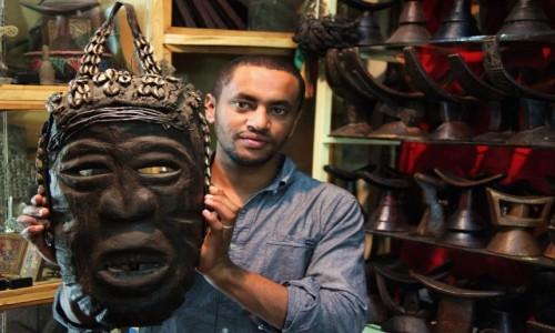Zdjęcie ETIOPIA / Addis Abeba / Merkato  / Kup pan maskę...