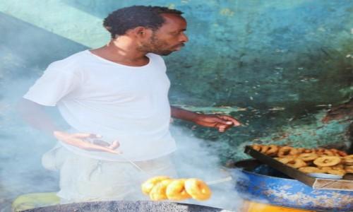 Zdjecie ETIOPIA / Harari / Po drodze / Sprzedawca pączków