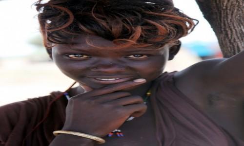 Zdjęcie ETIOPIA / Dolina Omo / Wioskai plemienia Nyangatom / Uśmiech