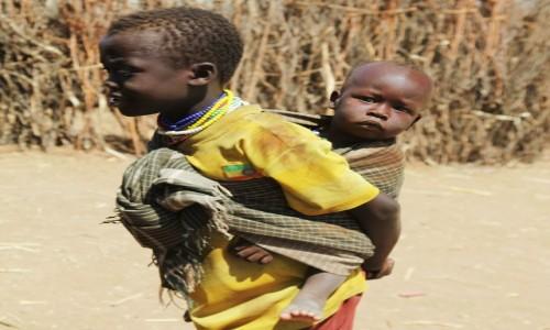 Zdjecie ETIOPIA / Dolina Omo / Wioskai plemienia Nyangatom / Wędrowcy