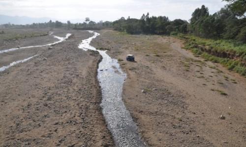 Zdjecie ETIOPIA / Dolina Omo / Okolice Turmi / Woda to rzadkość......