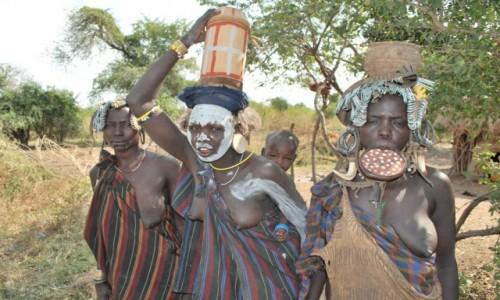 Zdjecie ETIOPIA / Etiopia Południowa / Dolina Omo / W drodze po wodę
