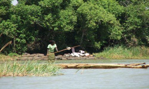 ETIOPIA / Jezioro Tana / Bahir Dar / Córka rybaka-odsłona prawidłowa:-)