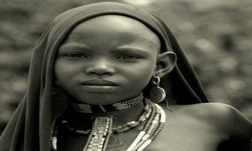 Zdjecie ETIOPIA / Dolina Omo / wioska  / ***