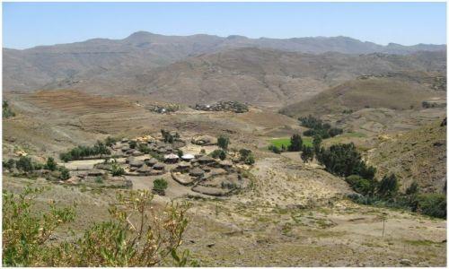 Zdjecie ETIOPIA / Etiopia Północna / na trasie Mekele - Lalibela / Wioska w drodze do Lalibeli