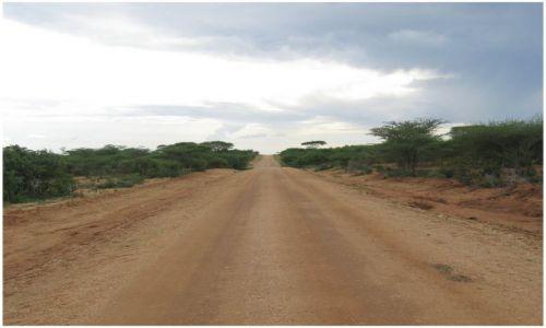 Zdjecie ETIOPIA / Etiopia - południe / Turmi / A droga daleka...