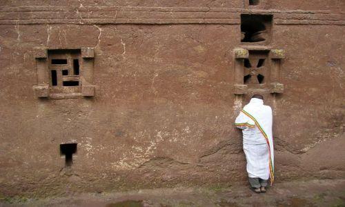 Zdjecie ETIOPIA / brak / Lalibela / pobożny Etiopczyk