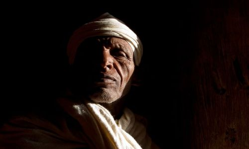 Zdjecie ETIOPIA / brak / kościół w Gonder / W smudze światła