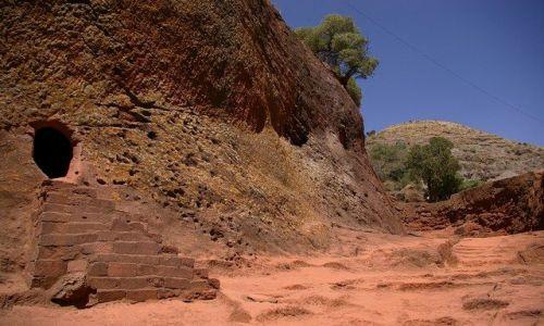 ETIOPIA / Północna - środkowa Etiopia / Lalibela / Wejście do kościoła Biete Emanuel