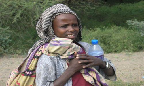Zdjecie ETIOPIA / brak / Bahir Daru / Dziewczyna z butelką
