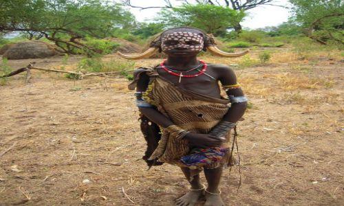 Zdjęcie ETIOPIA / pd. Etiopia / Wioska Mursi, Mago National Park / Dziewczynka z plemienia Mursi