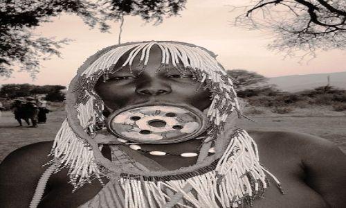 Zdjecie ETIOPIA / pd. Etiopia, Park Narodowy Mago / Wioska plemienia Mursi / Kobieta plemien