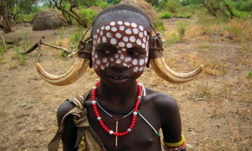 Zdjecie ETIOPIA / pd. Etiopia, Park Narodowy Mago / Wioska plemienia Mursi na terenie Parku Narodowego Mago / Dziewczynka z plemienia Mursi