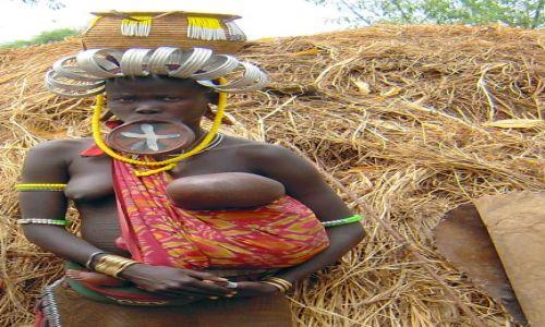 Zdjecie ETIOPIA / pd. Etiopia, Park Narodowy Mago / Wioska plemienia Mursi / Kobieta plemienia Mursi