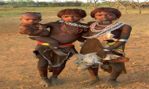 Zdjęcie ETIOPIA / pd. Etiopia, k.Turmi / Wioska plemienia Hamerów / Dzieci z plemienia Hamerów