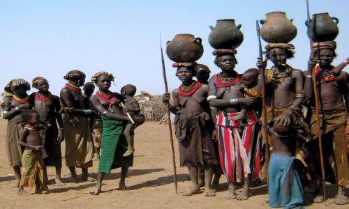 Zdjecie ETIOPIA / pd. Etiopia, Omorate / Wioska Plemienia Dassanech nad rzeką Omo / Kobiety z plemi