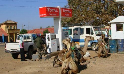 Zdjecie ETIOPIA / Abuna  Jomata / Abuna  Jomata / Tankowanie