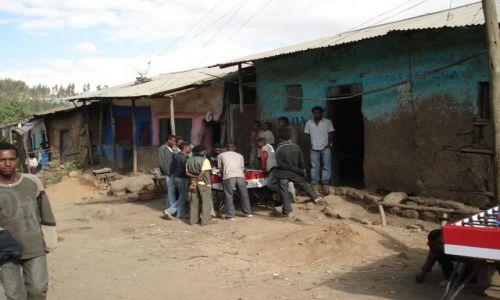 Zdjęcie ETIOPIA / Amhara / Debark / Typowe zajęcie młodych