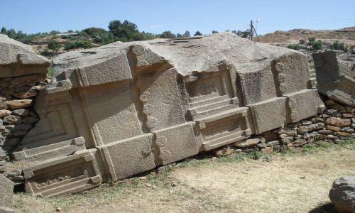 Zdjęcie ETIOPIA / Tigray / Aksum / Zwalony obelisk