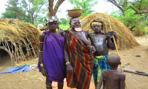 Zdjecie ETIOPIA / pd. Etiopia, Mago National Park / Wioska plemienis Mursi / Członkowie plemienia Mursi