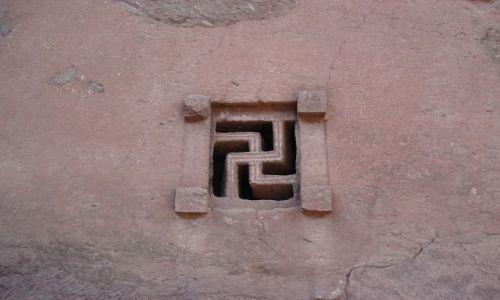Zdjecie ETIOPIA / Amhara / Lalibela / Okno w kościele