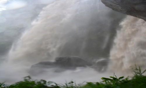 Zdjecie FIDŻI / Viti Levu / Park Narodowy Koroyanitu / Wodospad Tunutunu po burzy