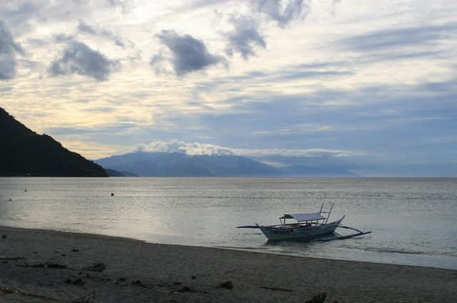 Zdjęcia: Mindoro, Plaza niedaleko Puerto Galery__, FILIPINY