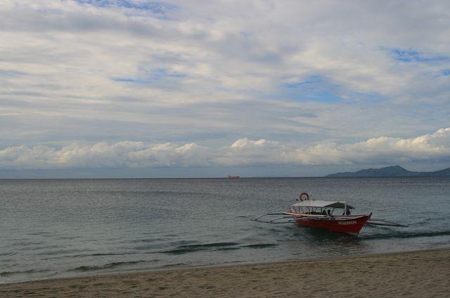 Zdjęcia: Mindoro, Plaza niedaleko Puerto Galery___, FILIPINY