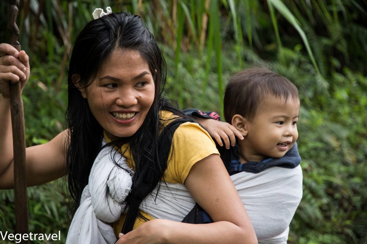Zdjęcia: Tarasy ryżowe w Batad, Luzon, Mieszkanka Batad z dzieckiem, FILIPINY