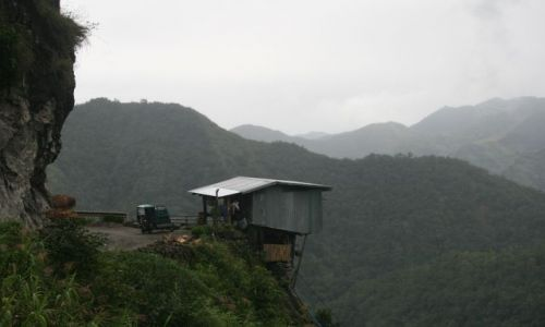 Zdjecie FILIPINY / Banaue / okolice Batad / Domek na zakręcie