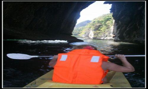 FILIPINY / Palawan / El Nido / Płyniemy w tunelu, pod skałami