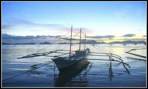 FILIPINY / Palawan / El Nido / Bankga po zachodzie słońca