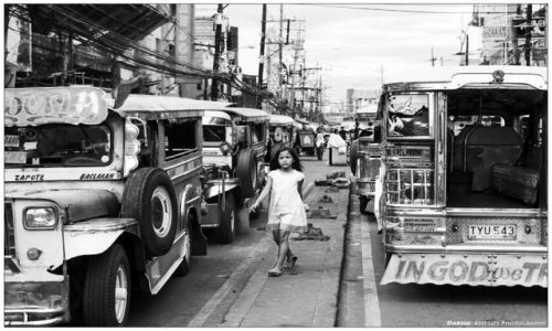 FILIPINY / Luzon / Manila / Quirino Ave - the reality of life