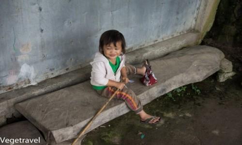 Zdjecie FILIPINY / Luzon / Tarasy ryżowe w Batad / dziecko z Batad