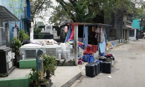 FILIPINY / Manila / Cmentarz Północny / Pralnia