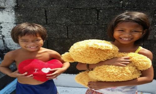 FILIPINY / Manila / Cmentarz Północny / Dzieciaki