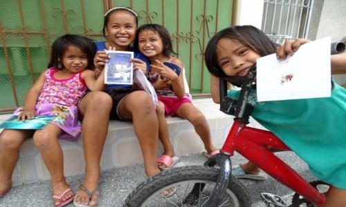 FILIPINY / Manila / Cmentarz Północny / Cmentarne dzieci