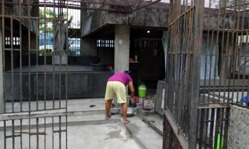 FILIPINY / Manila / Cmentarz Północny / Obiad czas ugotować