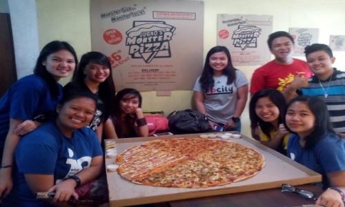 Zdjecie FILIPINY / Luzon / Manila / Duża pizza.