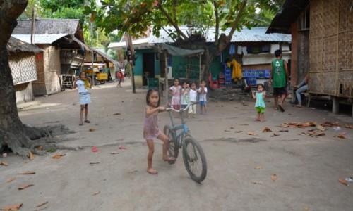 Zdjęcie FILIPINY / camiguin / wioska / dzieci