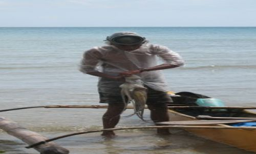 Zdjecie FILIPINY / Palawan / Wioska rybacka / Ojciec i maz