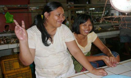 Zdjęcie FILIPINY / Coron / bazar / dziewczyny na bazarze