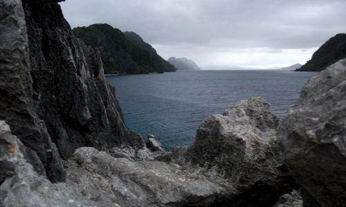FILIPINY / Palawan / Matinloc Island / ... na ostrzu ...