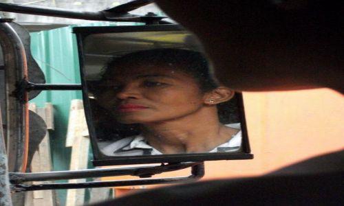 Zdjęcie FILIPINY / Manila / Paranaque / ... patrząc z jeepneya ...