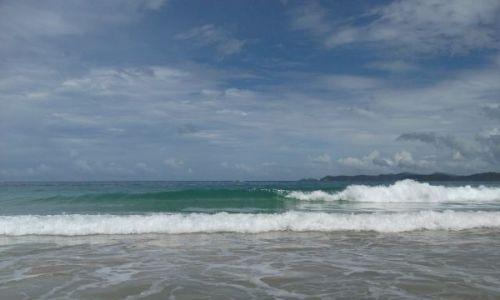 Zdjęcie FILIPINY / Palawan / Sabang / ... idąc pustą plażą i zerkając kątem oka na ...